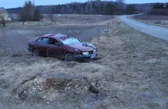 Wojszyn: Dachował samochód. Policja ustala kto prowadził