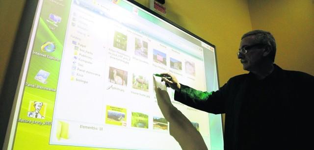 Andrzej Nowakowski, dyrektor I LO w Gdańsku - jednej ze stu trójmiejskich szkół, które już  mają e-tablice