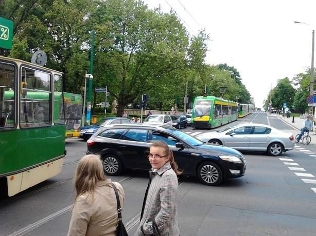 na ul. Fredry doszło do kolizji samochodu osobowego z tramwajem linii numer 8. Nic nikomu się nie stało.