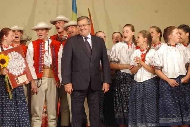 Prezydent Komorowski i Zespół Regionalny Istebna z Istebnej