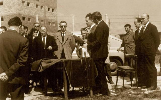 wmurowanie kamienia węgielnego w 1932 r.