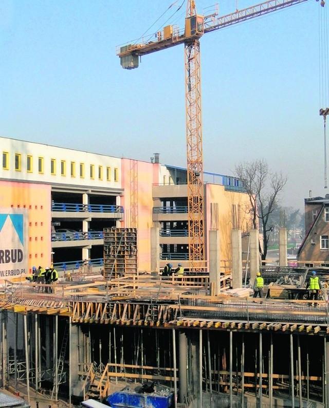 Budowy Galerii Centrum nie wstrzymał mróz sięgający minus 20 stopni