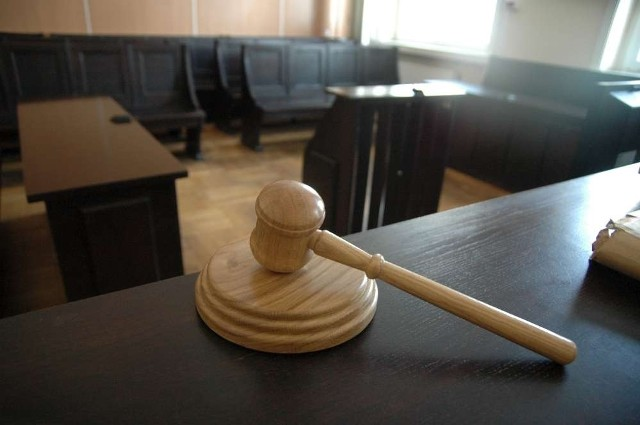 Poznański sąd zakończył w piątek proces dewelopera Jakuba P., którego firma sponsoruje piłkarzy Warty Poznań