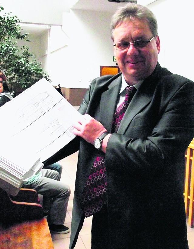 Burmistrz Holdenmajer twierdzi, że został pomówiony