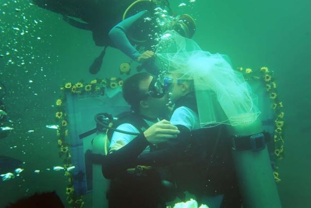 Podwodne śluby stają się coraz bardziej popularne, również w Polsce