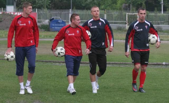 Dokąd zmierza Górnik Zabrze? Od lewej: Grzegorz Bonin, Piotr Madejski, Adam Banaś i Dawid Jarka w drodze na wczorajszy trening
