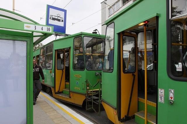 Pasażer rozbił szybę w tramwaju