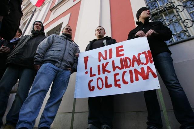 Uczniowie Zespołu Szkół Technicznych na Golęcinie nie chcą pogodzić się z pomysłem likwidacji szkoły