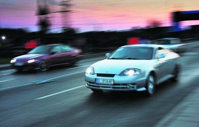 Pseudorajdowcy wyjeżdżają na ulice Jeleniej Góry najczęściej wieczorem, po godz. 22