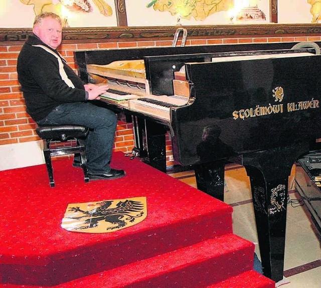 Daniel Czapiewski przy Największym Fortepianie Świata
