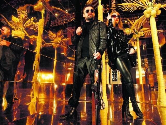 Gangsterzy w galerii handlowej, czyli Cywek Kosa (Michał Majnicz) i Bogna (Paulina Chapko)