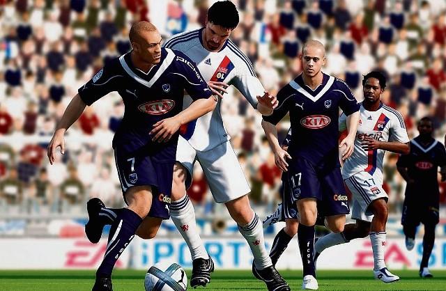 """FIFA 11 wygląda niesamowicie w ruchu. Szczególnie dobrze prezentuje się """"gra ciałem"""". To trzeba zobaczyć"""