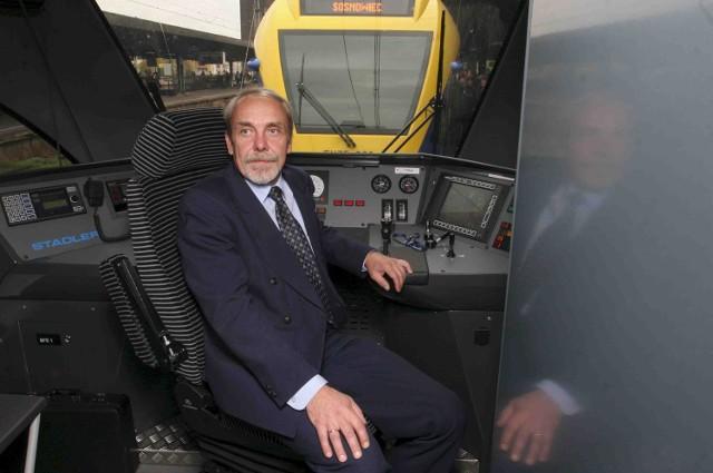 Schludne uniformy obsługi Flirtów mogą stanowić wzór do naśladowania dla tramwajarzy