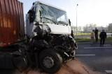 Legnica: Tir wjechał w zamiatarkę ulic (ZDJĘCIA)