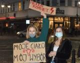Protest kobiet w Opolu. Manifestacja na placu Wolności