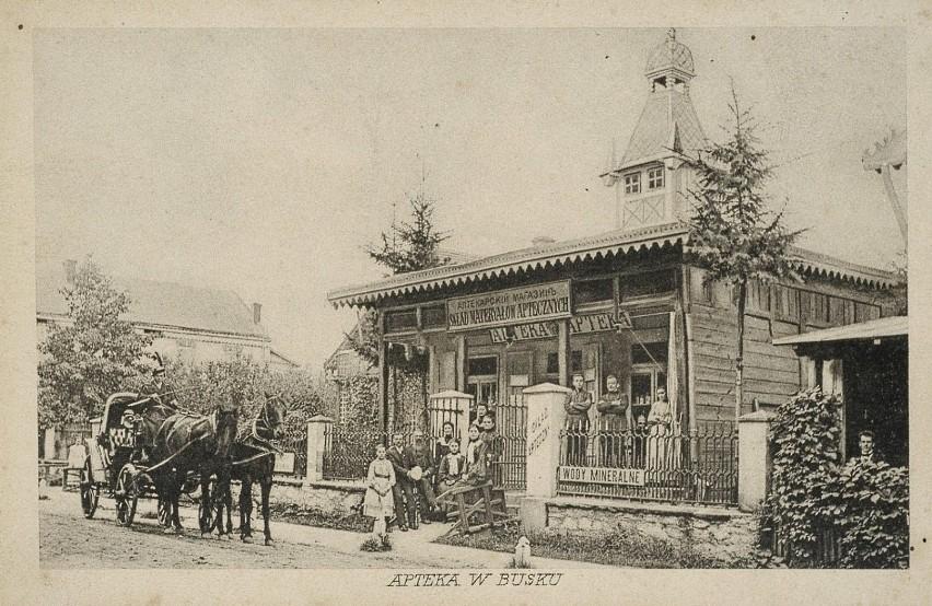Na zdjęciu: 1914 , Nieistniejąca apteka w Busku przy ul. 1...