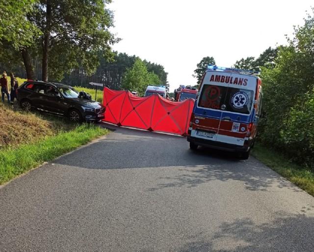 Policja w Ostrzeszowie: Tragiczny wypadek w Kuźnicy Myśliniewskiej. Nie żyją dwie osoby