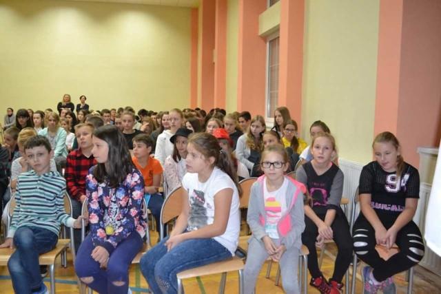 Szkoła Podstawowa nr 3 od lat bierze udział w akcji Adopcja na Odległość, której celem jest  uwrażliwienie dzieci na potrzeby innych, wychowywać ludzi pełnych empatii i otwartych na świat.