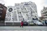 Na ul. Szewskiej pojawił się nowy mural. Przedstawia średniowieczny Poznań