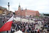 Żywy Znak Polski Walczącej na Placu Zamkowym. Mieszkańcy oddali hołd bohaterom Powstania Warszawskiego