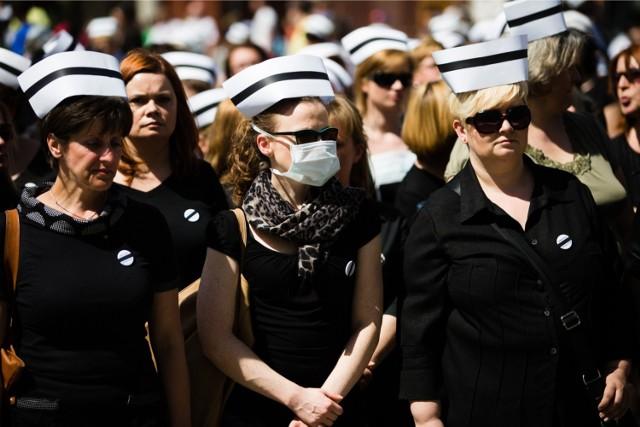 Pielęgniarki rozpoczną ogólnopolski strajk? Niedzielski: Groźba zawsze jest realna