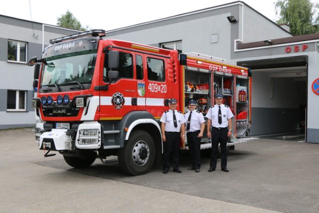 Nowy wóz bojowy trafił do strażaków OSP Dąbie Zobacz kolejne zdjęcia/plansze. Przesuwaj zdjęcia w prawo - naciśnij strzałkę lub przycisk NASTĘPNE