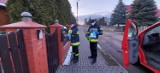 Powiat kościański. Druhowie i strażacy kolportują ulotki na temat covid-19