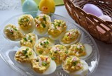 Śniadanie wielkanocne. Pyszne jajka faszerowane na świąteczny stół. Zobacz sprawdzony przepis