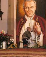 Malbork. Rocznica śmierci Jana Pawła II. 16 lat temu trzeba było wyłożyć pierwszą księgę kondolencyjną w historii miejskiego samorządu