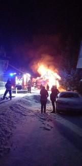 Podhale. Nocny pożar w Pieniążkowicach. Ogień pojawił się w domu mieszkalnym