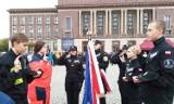 Uczniowie klas mundurowych III Liceum Ogólnokształcącego im. Gen. W. Andersa w Dąbrowie Górniczej ślubowali na placu Wolności