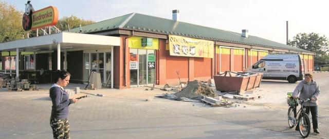 We wtorek trwały ostatnie prace remontowe w budynku Biedronki przy ulicy Kieleckiej.