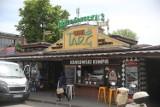Jakie są ceny owoców i warzyw pod Halą Targową w Krakowie. Ile kosztują truskawki? [CENY 27.05.2021]