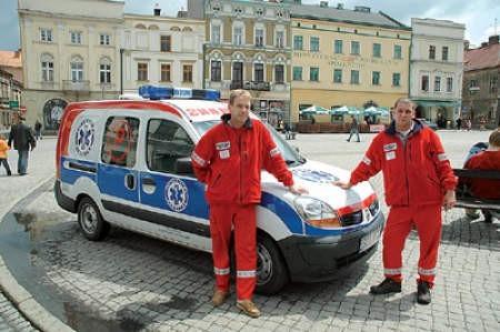 Cieszyńscy podatnicy oddali swój procent na karetkę, którą na co dzień jeżdżą Mariusz Szajter (kierowca) i Marek Ojczyk (sanitariusz).