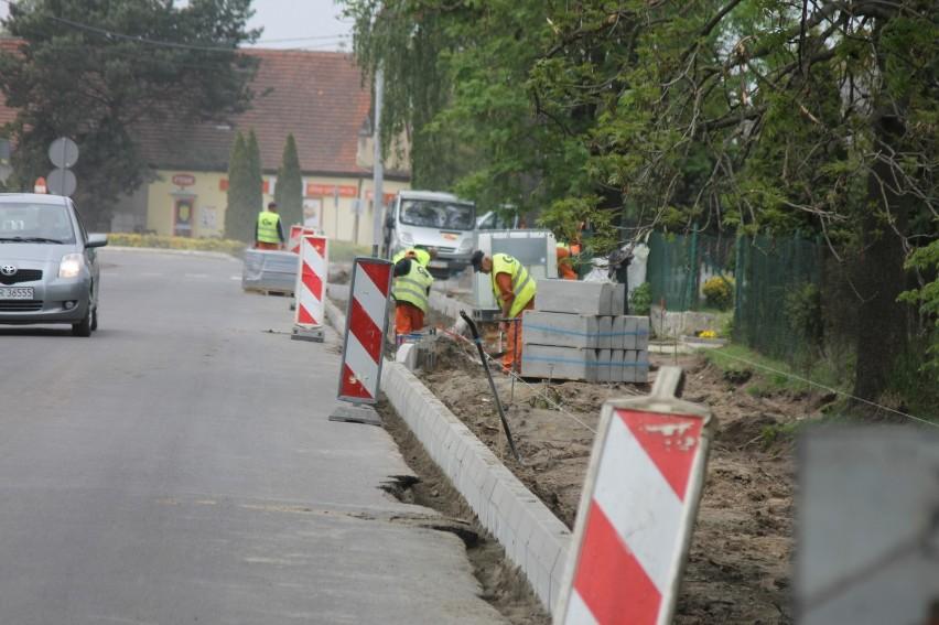 Trwa budowa ścieżki pieszo-rowerowej w Konarzewie [ZDJĘCIA]
