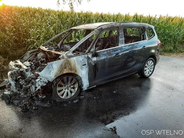 W sobotę 15 sierpnia doszło do pożaru samochodu osobowego na ul. Dworcowej w podbydgoskim Wtelnie.  Więcej zdjęć od OSP Wtelno oraz OSP KSRG Gościeradz na następnych stronach.