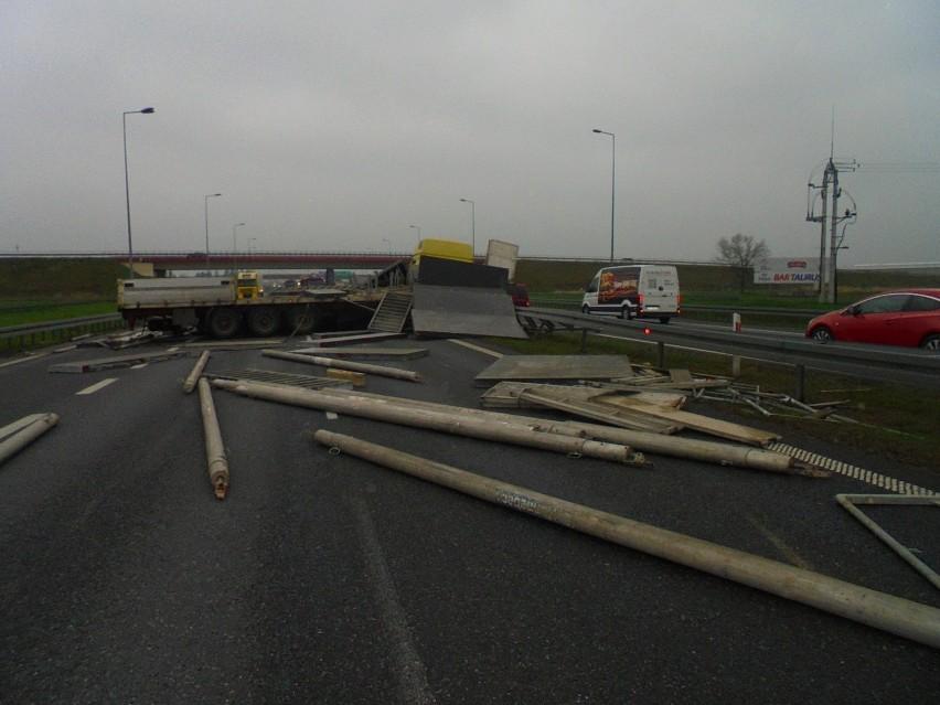 Wypadek tira na autostradzie A4 koło Bochni, droga została...