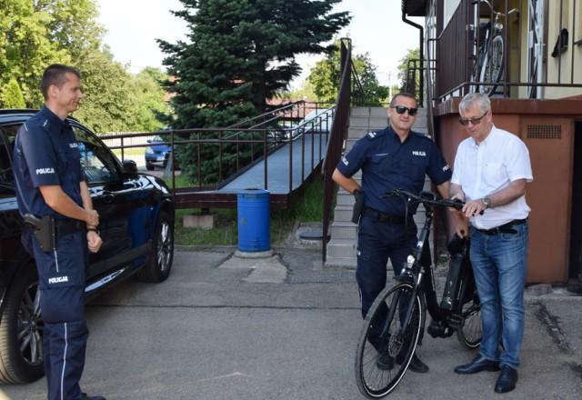 Nowe rowery elektryczne trafiły do siewierskich policjantów Zobacz kolejne zdjęcia/plansze. Przesuwaj zdjęcia w prawo - naciśnij strzałkę lub przycisk NASTĘPNE