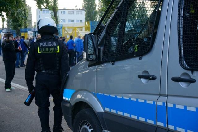 Policja Chorzów: przed meczem Niebieskich z Piastem policja zatrzymała 19-letniego kibica z Gliwic