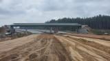 """S7 na północ od Warszawy. Eksperymentalny beton na nowej trasie. Kiedy otwarcie? """"Zakładamy oddanie odcinków w tym roku"""""""