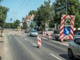 Trwają prace drogowe w Sopocie. Wymiana nawierzchni al. Niepodległości. Duże korki!