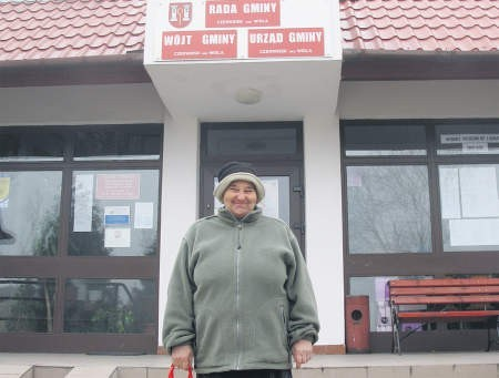 Krystyna Cytryniak liczy, że gmina pomoże jej i jej sąsiadom, foto: Marcin Sobocki