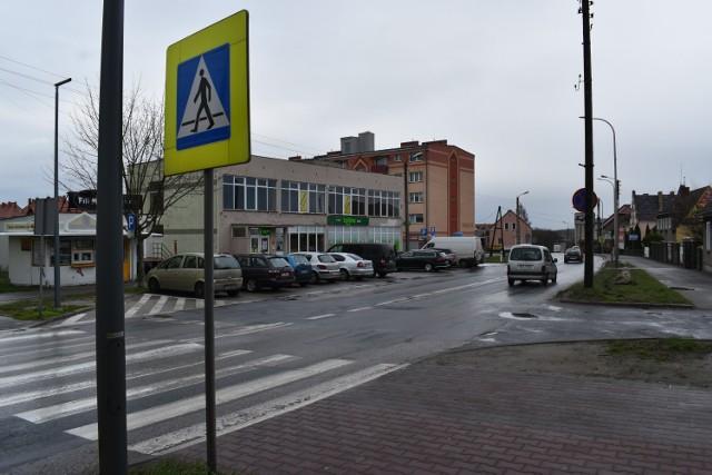 - Przejście na wysokości Żabki - mówi pani Izabela. Te pasy również znajdują się na ul. Poznańskiej.