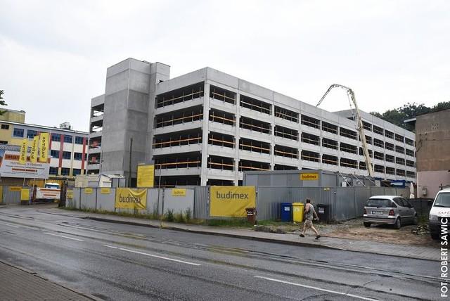 Nowy 6-kondygnacyjny parking na Grudziądzkiej pomieści 570 samochodów. Powstaną tu także 2 stanowiska do ładowania pojazdów elektrycznych.