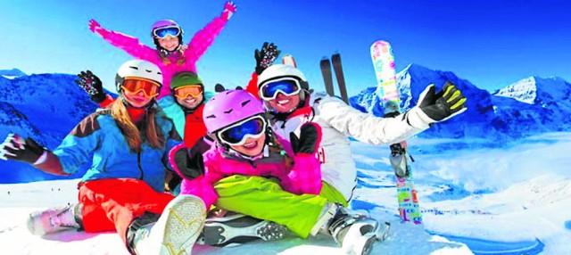 Ferie w górach oraz obozy narciarskie cieszą się największą popularnością (zdjęcie powyżej). Organizują je głównie uczniowskie kluby sportowe. Ale najwięcej dzieci spędza ferie na harcerskich obozach i zimowiskach