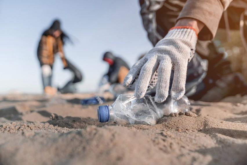 Życie po zużyciu. Te odpady przeżyją nie tylko nas, ale i nasze prawnuki. Jakie śmieci rozkładają się najdłużej?