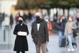 Obostrzenia na wakacje  Luzowanie obostrzeń w Polsce Czy zdjemiemy maseczki? LISTA