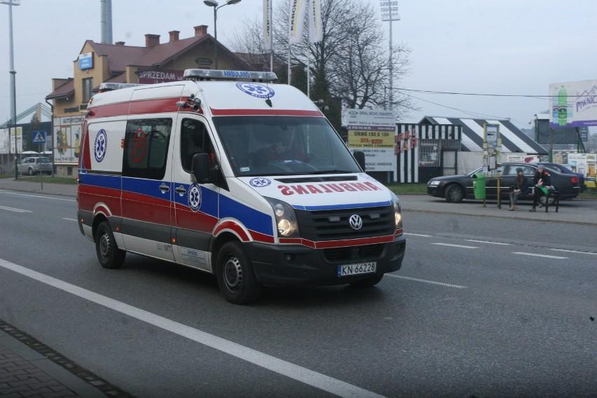 DK 87. Zderzenie na skrzyżowaniu. Dwie osoby w szpitalu
