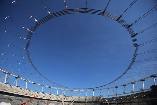 Montują dach Stadionu Śląskiego. Zobacz zdjęcia z budowy