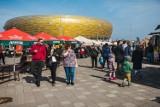 """""""Jemy na stadionie 2019"""" w Gdańsku. Smaczne zakończenie sezonu. Wielki zlot food trucków przy stadionie Energa Gdańsk"""